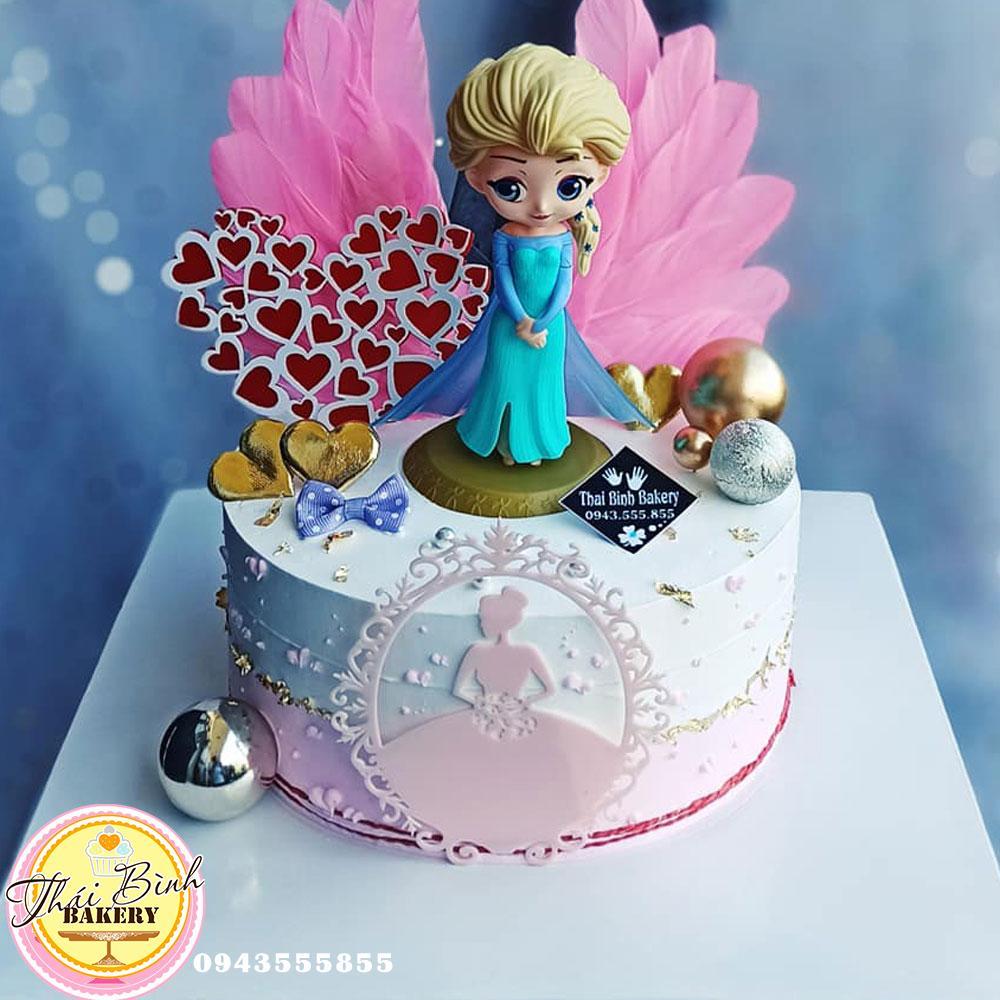 bánh elsa cánh hồng cắm tim đỏ tặng bé gái