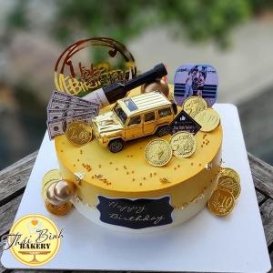Bánh kem chai rượu kèm ô tô vip tông vàng_trắng