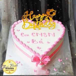 Bánh tim cắm chữ happy birthday tông hồng