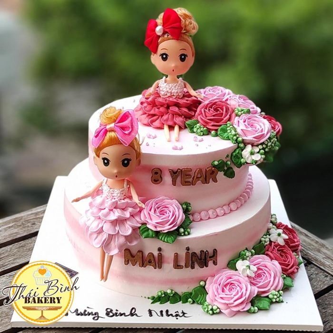 Bánh kem 2 tầng băt hoa hồng kèm búp bê tặng bé