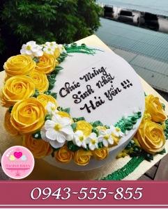 bánh kem tặng mẹ thích hoa hồng mầu vàng