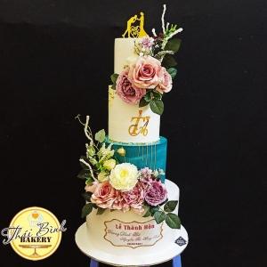 bánh cưới 4 tầng cắm hoa nghệ thuật sang trọng