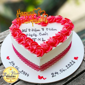 Bánh tim xoáy hoa hồng đỏ kỉ niệm ngày cưới