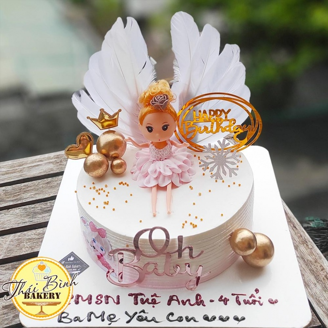 Bánh kem công chúa búp bê cắm cánh trắng