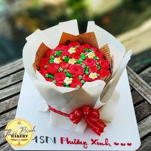 Bánh kem bó hoa hông đỏ sang trọng tặng sếp