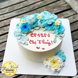 Bánh kem hoa hồng xanh đơn giản tặng bạn bè